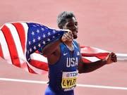 Noah Lyles lässt sich nach dem Triumph über 200 m feiern (Bild: KEYSTONE/AP/MARTIN MEISSNER)