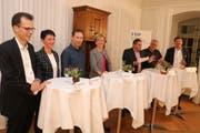Diskutierten im Schloss Roggwil: Dominik Diezi (CVP), Marina Bruggmann (SP), Didi Feuerle (Grüne), Nationalrätin Verena Herzog (SVP), Moderator David Angst, Viktor Gschwend (FDP) und Nationalrat Hansjörg Brunner (FDP). (Bild: Christof Lampart)