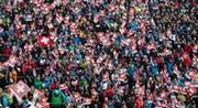 Das Zuschauerinteresse bei den Skirennen in Adelboden ist ungebrochen. Zehntausende Besucher verfolgen jährlich das Spektakel im Berner Oberland.Bild: Keystone (12. Januar 2019)