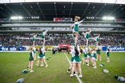 Eine Absetzung der Show ist in St.Gallen kein Thema: Die Cheerleaderinnen des FC St.Gallen könne auch weiterhin auf dessen Unterstützung zählen. (Archivbild: Urs Bucher)