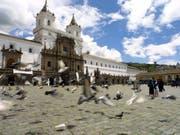 Der Andenstaat Ecuador will aufgrund seiner Geldnot aus dem Opec-Kartell austreten und mehr, statt weniger Erdöl fördern. (Symbolbild Quito) (Bild: KEYSTONE/EPA EFE/GUILLERMO LEGARIA)