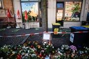 Tatort und Gedenkort zugleich. Der Dönerladen in Halle, wo eines der Opfer verstarb. (Bild: Keystone)