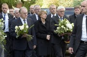 )Der deutsche Bundespräsident Frank-Walter Steinmeier (3.v.r.) besucht mit seiner Frau die Synagoge in Halle. Bild: Keystone/Jens Meyer (Halle, 19. Oktober 2019)