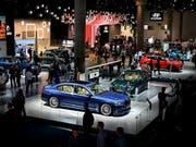 BMW will den Absatz von Luxusautos verdoppeln. (Bild: KEYSTONE/EPA/SASCHA STEINBACH)