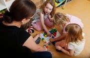 Vor allem aus dem Bereich der Kinderbetreuung sind sogenannte Vorlehrpraktika bekannt. (Symbolbild: Stefan Kaiser)