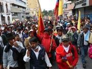Neue Demonstrationen in Ecuadors Hauptstadt Quito gegen die Erhöhung der Benzinpreise verliefen am Mittwoch friedlich. (Bild: KEYSTONE/EPA EFE/ROLANDO ENRIQUEZ)