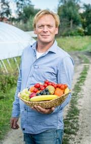 Geschäftsführer Marc Böhler zeigt einen seiner Früchtekörbe. (Bild: Andrea Stalder)