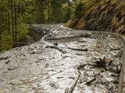 Überschwemmungen, Murgänge, Hitze und Schäden an der Infrastruktur: Die Bewältigung des Klimawandels wird laut einer Studie von Bund und Swiss Economics Milliarden kosten. (Bild: KEYSTONE/STR)