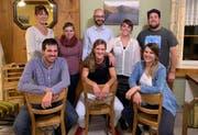 Der neue Vorstand der Theatergesellschaft mit den abtretenden Mitgliedern. (Bild: PD)