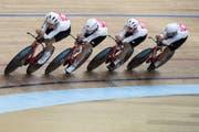 Die Schweizer Bahnradrennfahrer Stefan Bissegger, Valereb Thiebaud, Cyrille Thiery und Nico Selenati (von links) in Aktion. (Bild: Peter Schneider/Keystone (Grenchen, 8. Oktober 2019))