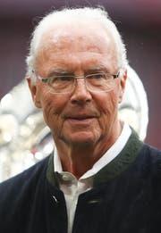 Franz Beckenbauer, 74, als Zuschauer in einem Fussballstadion. Den Auftritt in einem Gerichtssaal hingegen meidet er. (Bild: Getty Images, München, 4. Mai 2019)