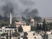 Türkischer Angriff auf die syrische Grenzstadt Ras al-Ain. (Bild: KEYSTONE/EPA/SEDAT SUNA)