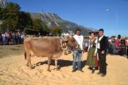 Christoph Dürr, mit der Miss Gams, die Ehrendame Gabriela Riegg und Gerry Scherrer, Präsident des Gamser Braunviehzuchtvereins (von links). (Bilder: Adi Lippuner)