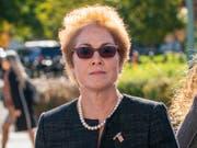 Auf dem Weg zur ihrer Aussage vor dem Kongress: die frühere US-Botschafterin in der Ukraine, Marie Yovanovitch. (Bild: KEYSTONE/AP/J. SCOTT APPLEWHITE)