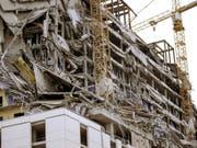 Beim Einsturz eines geplanten Hard-Rock-Hotels in New Orleans ist ein Mensch ums Leben gekommen. Drei weitere wurden vermisst. (Bild: Keystone/AP/SCOTT THRELKELD)