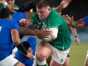 Dynamisch in die Viertelfinals: Tadhg Furlong auf dem Weg zu einem von sieben Tries für Irland im letzten Gruppenspiel gegen Samoa (Bild: KEYSTONE/EPA/HIROSHI YAMAMURA)