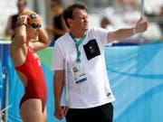 Brett Sutton (rechts) vor dem Silbermedaillen-Gewinn von Nicola Spirig bei Olympia 2016 in Rio de Janeiro (Bild: KEYSTONE/PETER KLAUNZER)