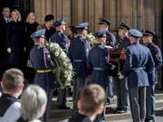 Mit einem Staatstrauertag und einem Gottesdienst im Prager Veitsdom nahm Tschechien am Samstag Abschied von Karel Gott. (Bild: KEYSTONE/EPA/MARTIN DIVISEK)