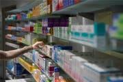 In der Schweiz sind Medikamente teuer: das treibt die Krankenkassenprämien in die Höhe. (Bild: AZ/Alex Spichale)