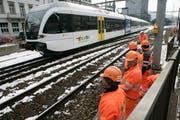 Fährt der Zug, kann nicht gearbeitet werden. Doch wird nicht gearbeitet, fährt auch kein Zug. Die Erfreuliche Universität will die Verkehrsgeschichte auch als die Geschichte des Personals verstanden wissen. (Bild: Ralph Ribi)