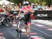 Daniela Ryf zog bei ihrem sechsten Start an der Ironman-WM auf Hawaii erstmals einen schwächeren Tag ein und musste sich mit dem 13. Rang begnügen (Bild: KEYSTONE/FRE 132414 AP/MARCO GARCIA)