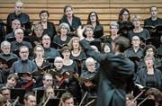 Der Konzertchor Luzern unter der Leitung des neuen Dirigenten Philipp Klahm im Konzertsaal des KKL. (Bild: Pius Amrein, 13. Oktober 2019)
