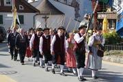 Die wichtigsten Personen des Tages war die Mitglieder der Sennenfamilie, hier beim traditionellen Umzug vom Kirchplatz zum Schulhausareal. Bild: Paul Gwerder (Bürglen, 13. Oktober 2019)
