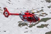 Die ausgerückten Helfer der Rega und der Alpinen Rettung Schweiz konnten nur noch den Tod des Wanderers feststellen. (Symbolbild: Benjamin Manser)
