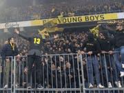 Am Tag nach dem Angriff auf Polizisten feierten YB-Fans ihre Helden gewaltlos im Berner Stade de Suisse. (Bild: Keystone/MARCEL BIERI)