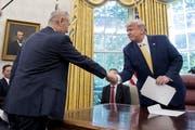 US-Präsident Donald Trump und der chinesische Vizepremier Liu He beim zweitägigen Handelstreffen im Weissen Haus in Washington. (Bild: Andrew Harnik/AP, 11. Oktober 2019)