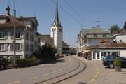 Die Doppelspur sieht vor, dass die Bahn zweigleisig durchs Dorf Teufen geführt würde. (Bild: PD)
