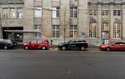Taxifahrer warten am Hauptbahnhof auf Fahrgäste. Einige von ihnen mögen die Olma-Zeit nicht.Bild: Sabrina Stübi (20. Februar 2018)