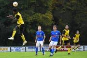 Der FC Altdorf mit Jessy Nimi (links) fahren gegen den FC Hochdorf einen 4:3-Auswärtssieg ein. (Bild: Ronny Arnold, Hochdorf, 12. Oktober 2019)