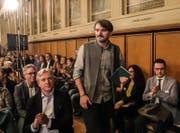 Saša Stanišić auf dem Weg zu seiner Dankesrede für den Deutschen Buchpreis. Foto: Keystone