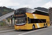Unterwegs in Richtung Obertoggenburg: Auf der Churfirsten-Linie werden seit einigen Tagen die neuen Doppelstock-Postautos eingesetzt. (Bild: Sabine Camedda)