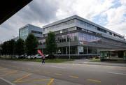 In den ehemaligen Ausstellungsräumen von Auto Kaiser wird bald eine Lidl-Filiale eröffnen. (Bild: Stefan Kaiser, Cham, 15. August 2019)