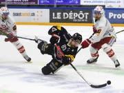 Stürmer Andrej Bykow (Bildmitte) wird Fribourg-Gottéron vier bis sechs Wochen fehlen (Bild: KEYSTONE/ANTHONY ANEX)