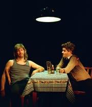 Das Duo «Pasta del Amore» erweitert den Publikumshorizont auch mit Stammtischgesprächen. (Bild: PD)