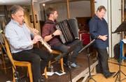 Sie sorgten für einen fulminanten Auftritt im Hotel Stern und Post in Amsteg; von links: Carlo Gamma, Fränggi Gehrig und Hanspeter Müller-Drossaart. (Bild: PD)