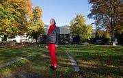 Pia Murer auf dem ehemaligen Landsgemeindering, wo sie 1973 eine Rede hielt. (Bild: Corinne Glanzmann Oberdorf, 16. Oktober 2019)
