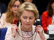 Die EU-Kommission von Ursula von der Leyen kann nicht wie geplant, am 1. November ihre Arbeit aufnehmen. Die Spitze des EU-Parlaments hat am Mittwoch die am 23. Oktober geplante Billigung der Kommission von der Tagesordnung des EU-Parlaments genommen. (Bild: KEYSTONE/AP/JEAN-FRANCOIS BADIAS)
