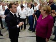 Emmanuel Macron und Angela Merkel am Mittwoch zu Besuch bei Airbus in Toulouse. (Bild: KEYSTONE/EPA AP POOL/FREDERIC SCHEIBER / POOL)