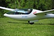 Ein Pilot setzt zur Landung auf dem Segelflugplatz in Amlikon an. (Bild: Mario Testa)
