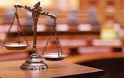 Die Dolmetschenden müssen sich vor Gericht neutral verhalten und dürfen nicht Partei ergreifen. (Bild: Depositphotos)