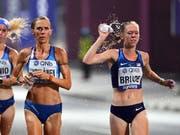 An den jüngsten Leichtathletik-Weltmeisterschaften in Katar litten Marathonläufer und Geher unter den hohen Temperaturen und der Luftfeuchtigkeit, obwohl ihre Wettbewerbe tief in der Nacht stattfanden (Bild: KEYSTONE/EPA/NOUSHAD THEKKAYIL)