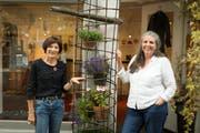 Irene Buchmann und Yvonne Dall'O vor dem Schmuckatelier «Oh la la» in Herisau. (Bild: Claudio Weder)