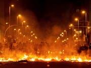 In der Nacht auf Mittwoch kam es in Barcelona erneut zu gewalttätigen Auseinandersetzungen zwischen Unterstützern von katalanischen Separatisten und der Polizei. (Bild: KEYSTONE/EPA EFE/ENRIC FONTCUBERTA)