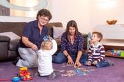 Gabi Maffei (links) hat Sarah Fischer mit ihren Kindern Alessio und Nicola im Alltag unterstützt. (Bild: Jan Pegoraro, Hünenberg, 15. Oktober 2019)