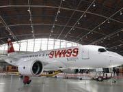 Nach den massiven Ausfällen der Europa-Flugzeuge vom Typ C-Series/A220 wegen Triebwerkinspektionen an den beiden Vortagen läuft der Flugbetrieb bei der Swiss am Donnerstag wieder normal. (Bild: KEYSTONE/WALTER BIERI)