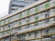 Pro Jahr wird nur rund eines von 100 Häusern in der Schweiz saniert. Um den Energieverbrauch im Gebäudesektor zu senken wie in der Energiestrategie 2050 vorgesehen, müsste sich diese Rate mehr als verdoppelt. (Bild: Keystone/DPA/BORIS ROESSLER)